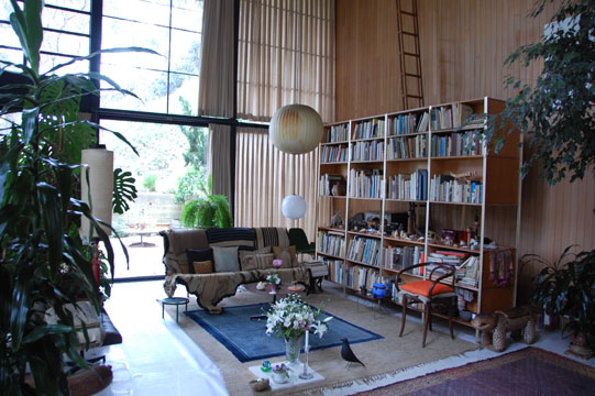 the charles and ray eames house conserving an icon exhibiting a living room curating los. Black Bedroom Furniture Sets. Home Design Ideas